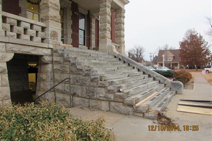 COURTHOUSE STEPS 006
